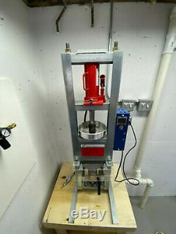 Medium Machinery Benchtop Plastic Injection Molding Machine