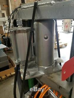 Medium Machinery, LLC Benchtop Plastic Injection Molding Machine