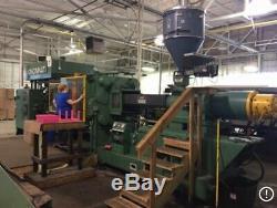 Plastic Manufacturing Injection Molding Machine Green Cincinnati 700 ton