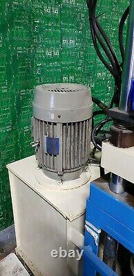 Yuh-Dak Machinery Y-450-90-25 Vertical Plastic Injection Molding Machine